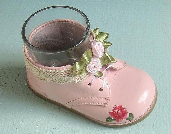Baby shoe holder