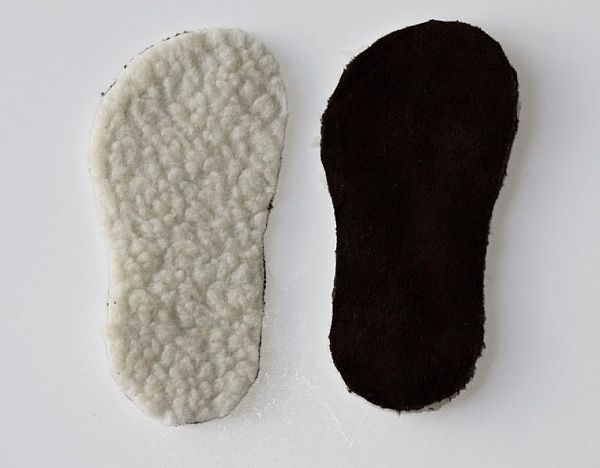 Cut the rubber slippers and use them as padding
