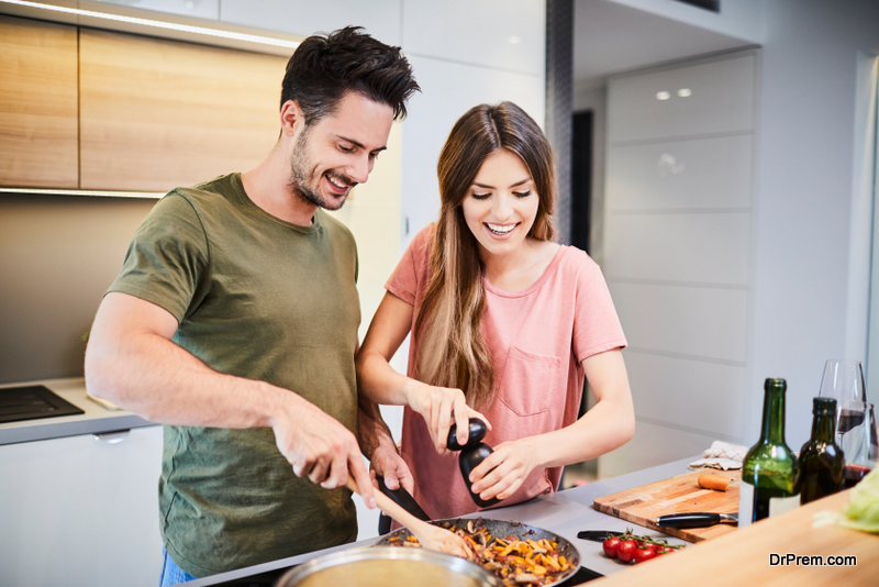 couple-Cooking-meal-at-home