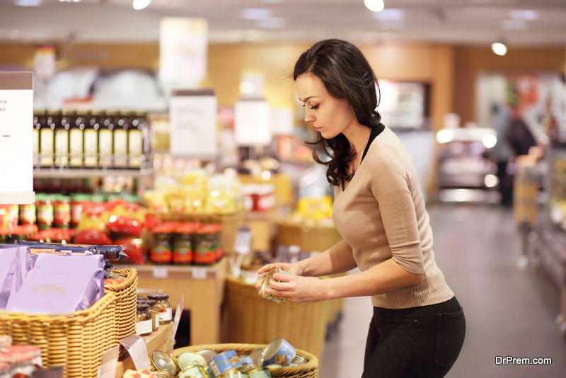 woman-at-grocery-store