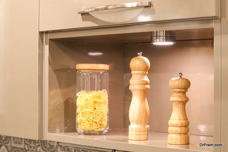 Airtight-container-in-kitchen